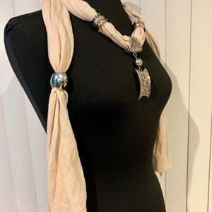 Scarf necklace silver and light pink